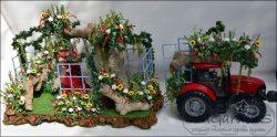 tractor met praalwagen